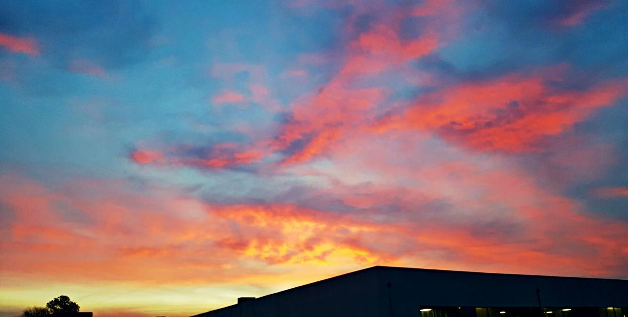 A #beautiful #greenvillesc #greenville #southcarolina #sunrise this #morning on my way to #work   #sunrisephography #photography #naturephotography #sky #cloudsandsky #cloudphotography #cloudsandskyandtrees #skyline #beautifulphotography #beautifulsunrise #colorful #FreeToEdit
